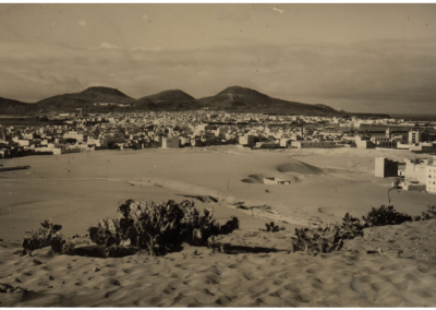 el puerto y los arenales, foto postal de Las Palmas de Gran Canaria. Zona Mesa y López