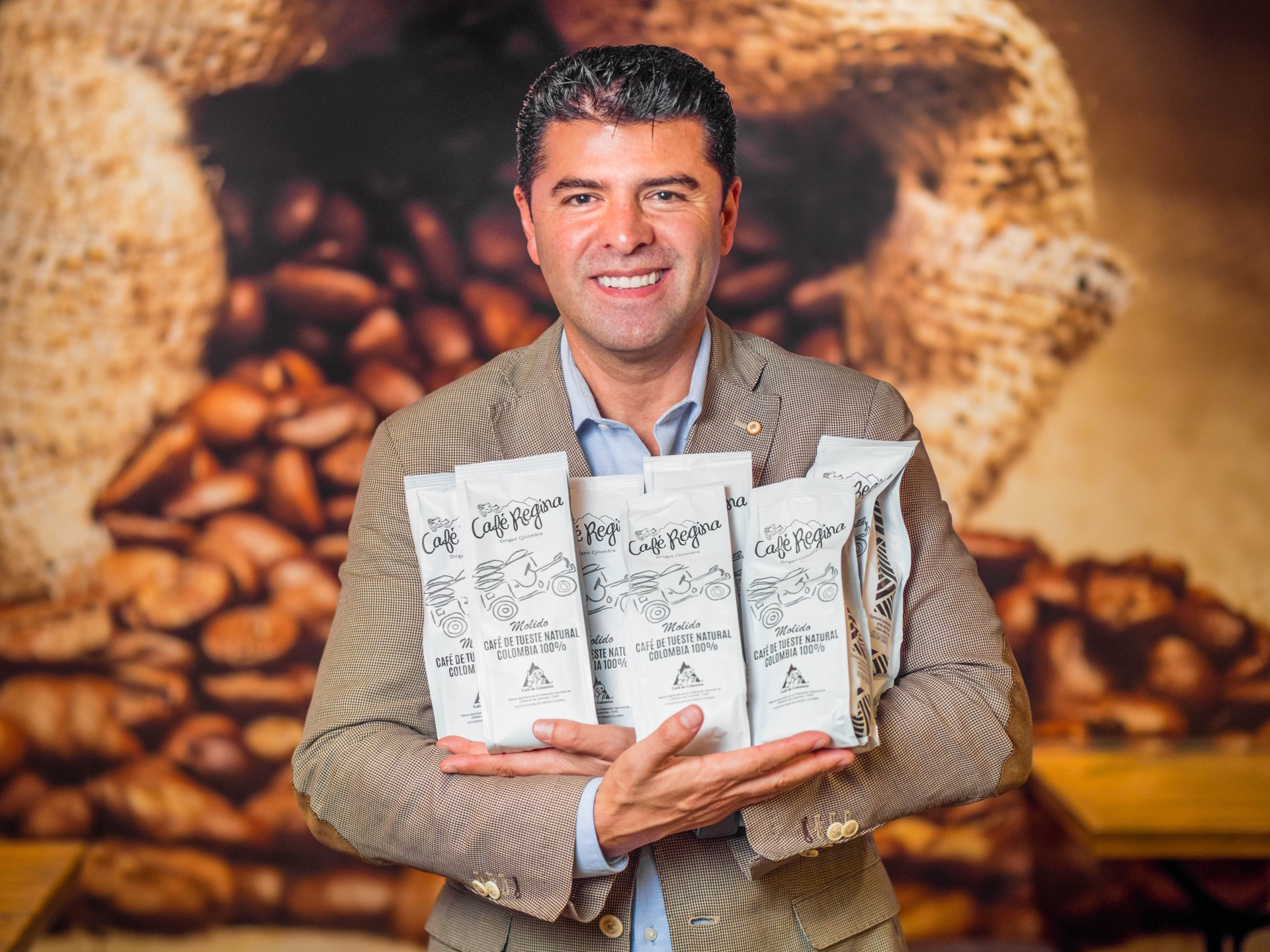 Mario Gil en Café Regina CEO del grupo M&M restauración en Zona Mesa y López